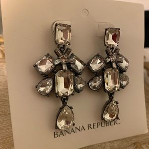 🎄 FLASH SALE 🎄BANANA REPUBLIC EARRINGS 🎄